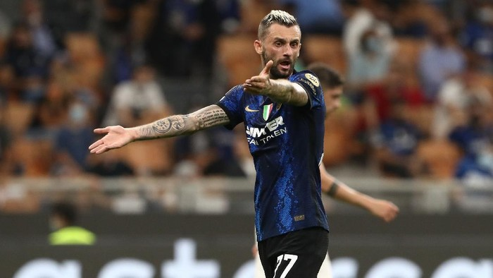 MILAN, ITALY - SEPTEMBER 15: Marcelo Brozovic of FC Internazionale reacts during the UEFA Champions League group D match between Inter and Real Madrid at Giuseppe Meazza Stadium on September 15, 2021 in Milan, Italy. (Photo by Marco Luzzani/Getty Images)