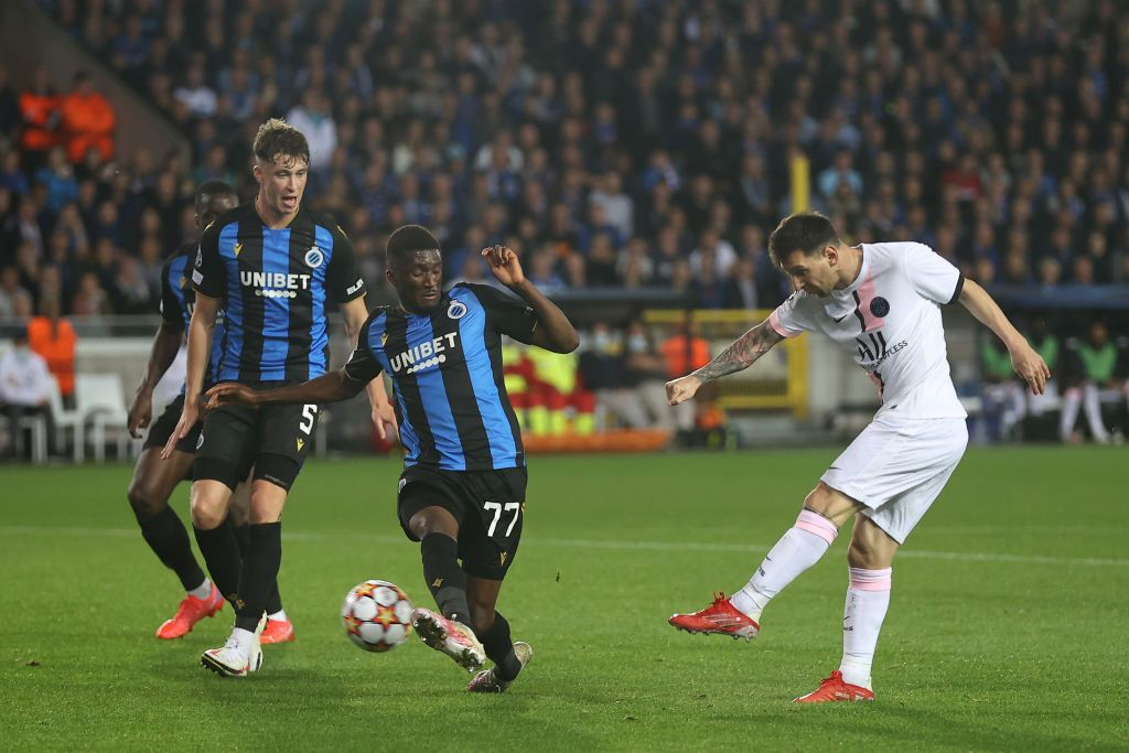 BRUGGE, BELGIUM - SEPTEMBER 15: Lionel Messi of Paris Saint-Germain takes a shot which is blocked by Clinton Mata of Club Brugge during the UEFA Champions League group A match between Club Brugge KV and Paris Saint-Germain at Jan Breydel Stadium on September 15, 2021 in Brugge, Belgium. (Photo by Lars Baron/Getty Images)