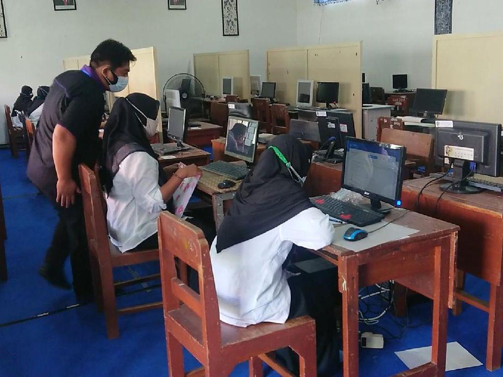 Cerita Pengawas Tes PPPK Guru Temukan Peserta Gaptek hingga Nangis Isi Soal Ujian