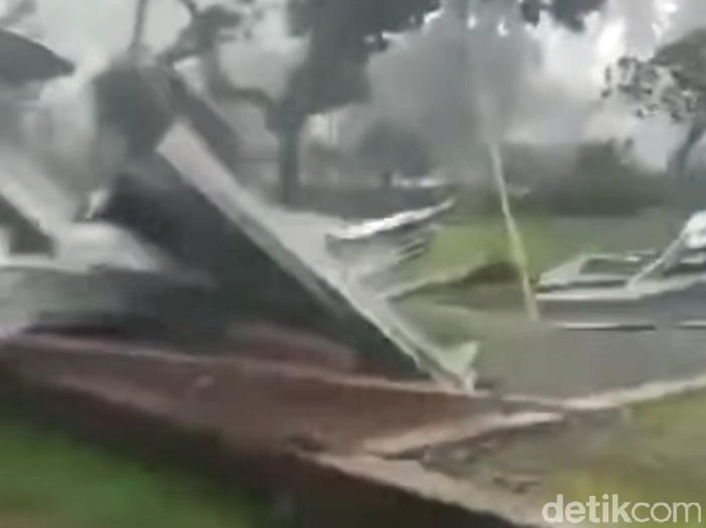 Diterjang Angin Kencang, 27 Rumah di Mamuju Rusak