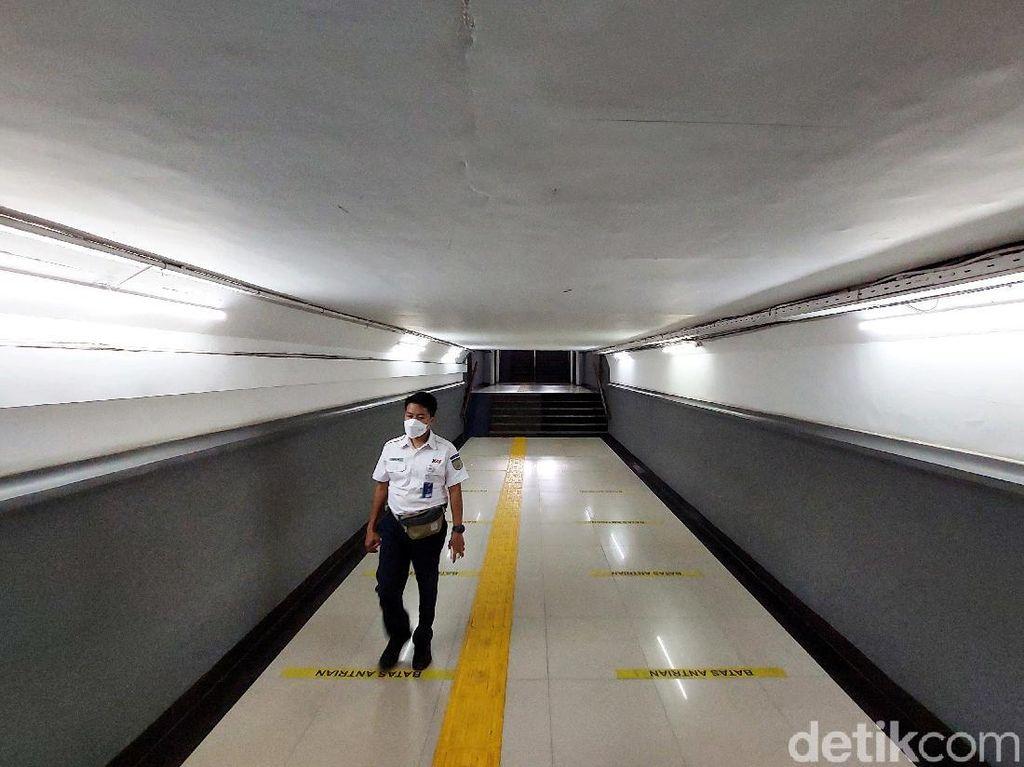 Menilik Nilai Historis Terowongan Antarperon di Stasiun Pasar Senen
