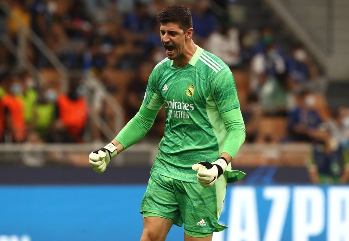 MILAN, ITALY - SEPTEMBER 15: Thibaut Courtois of Real Madrid celebrates his team-mates goal during the UEFA Champions League group D match between Inter and Real Madrid at Giuseppe Meazza Stadium on September 15, 2021 in Milan, Italy. (Photo by Marco Luzzani/Getty Images)