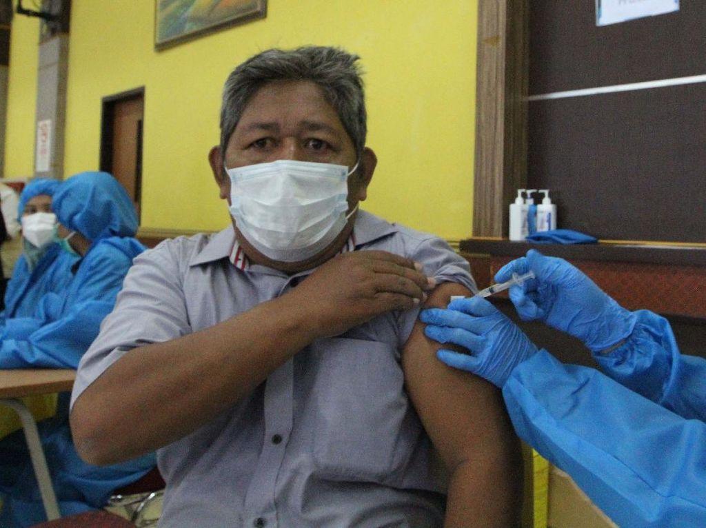 Vaksinasi RI Dibandingkan dengan Singapura, Menkes: Kita Nomor 6 Dunia!