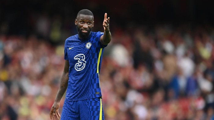 LONDON, ENGLAND - AUGUST 22: Antonio Rudiger of Chelsea in action during the Premier League match between Arsenal  and  Chelsea at Emirates Stadium on August 22, 2021 in London, England. (Photo by Michael Regan/Getty Images)