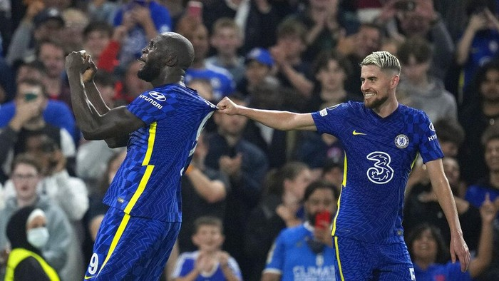 Chelseas Romelu Lukaku celebrates with his teammate Jorginho after scoring his sides first goal during the Champions League Group H soccer match between Chelsea and Zenit St Petersburg at Stamford Bridge stadium in London Tuesday, Sept. 14, 2021. (AP Photo/Kirsty Wigglesworth)