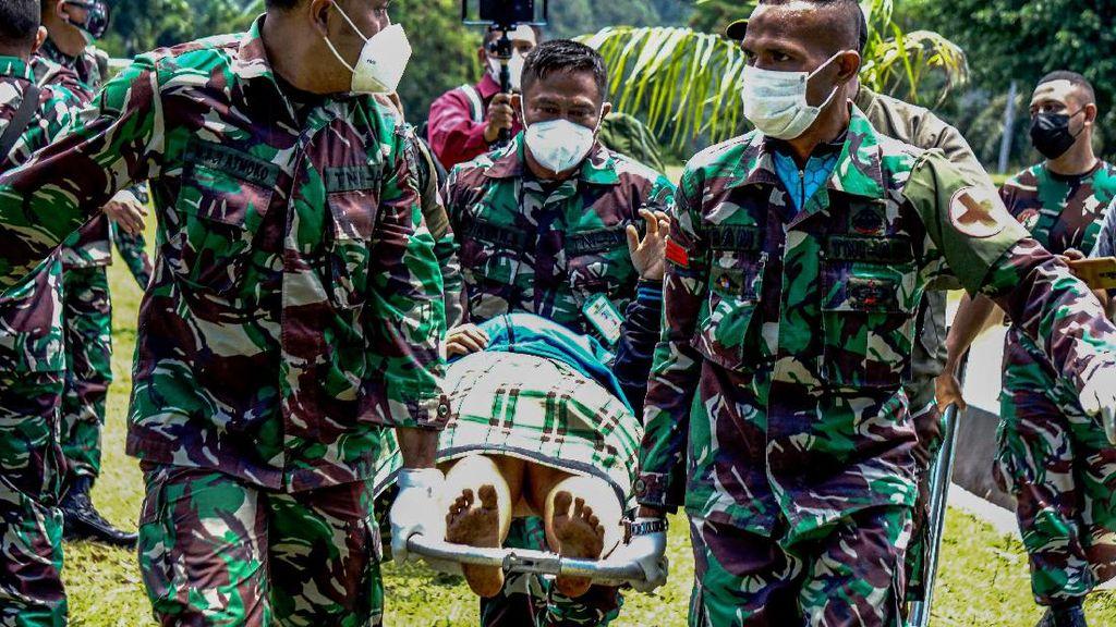 Detik-detik Evakuasi Korban Kebiadaban KKB di Pegunungan Bintang