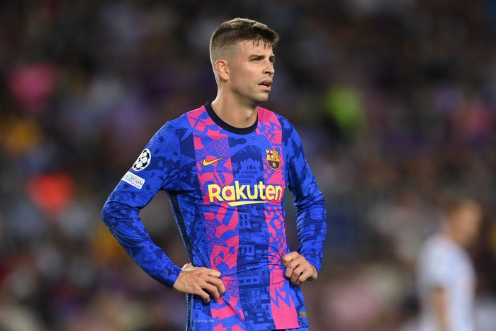 BARCELONA, SPAIN - SEPTEMBER 14: Gerard Pique of Barcelona reacts after conceding their sides first goal scored by Thomas Muller of Bayern Munich (not pictured)  during the UEFA Champions League group E match between FC Barcelona and Bayern Muenchen at Camp Nou on September 14, 2021 in Barcelona, Spain. (Photo by David Ramos/Getty Images)