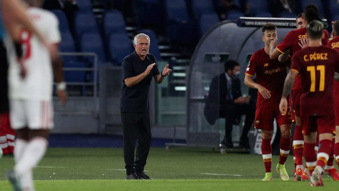 ROME, ITALY - SEPTEMBER 16:  AS Roma head coach Jose Mourinho reacts during the UEFA Europa Conference League group C match between AS Roma and CSKA Sofia at Stadio Olimpico on September 16, 2021 in Rome, Italy.  (Photo by Paolo Bruno/Getty Images)
