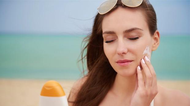 Dulunya memakai sunscreen saat pergi ke pantai, kini memakainya setiap hari.