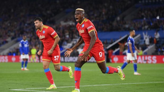 LEICESTER, ENGLAND - SEPTEMBER 16: Victor Osimhen of SSC Napoli celebrates after scoring their side's second goal during the UEFA Europa League group C match between Leicester City and SSC Napoli at The King Power Stadium on September 16, 2021 in Leicester, England. (Photo by Laurence Griffiths/Getty Images)