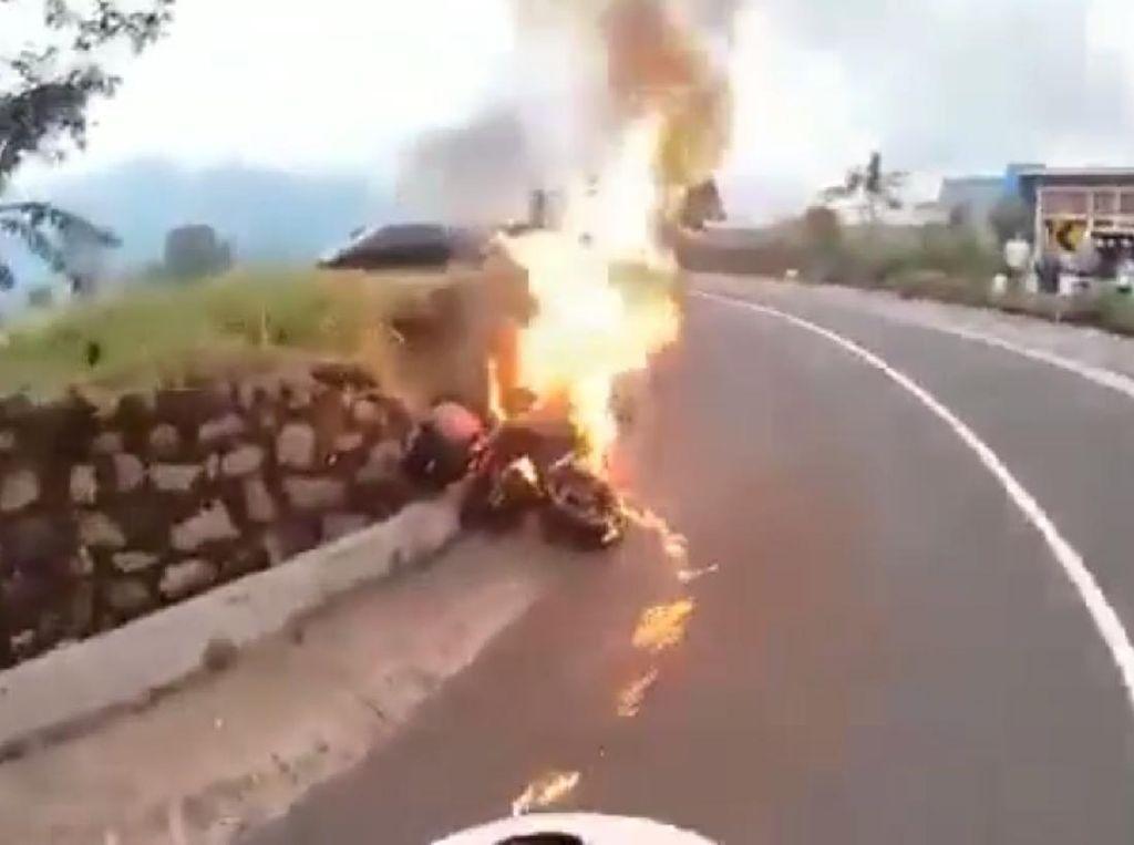Moge Terbakar di Jalur Wisata Gunung Bromo Karena Korsleting Listrik