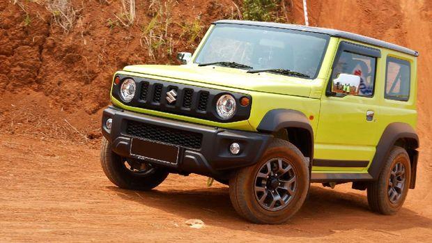Suzuki Indomobil Sales (SIS)  pada Jumat (17/9/2021) mengumumkan recall 21 unit Jimny terkait masalah perembesan oli dan kampanye servis masalah pintu untuk 1.540 unit Jimny.