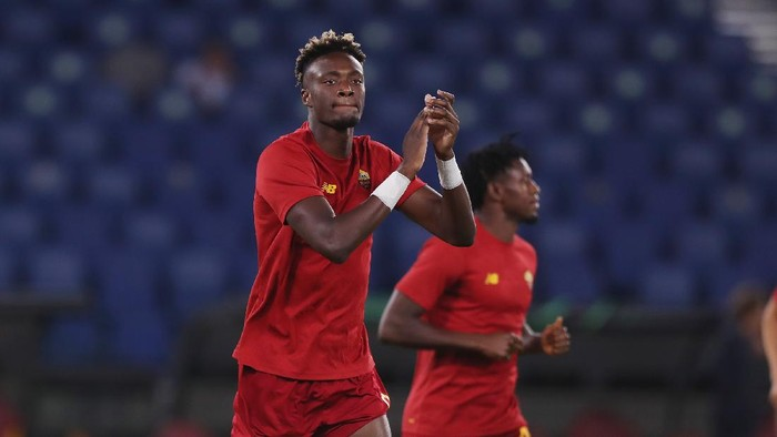 ROME, ITALY - SEPTEMBER 16:  Tammy Abraham of AS Roma greets the fans before the UEFA Europa Conference League group C match between AS Roma and CSKA Sofia at Stadio Olimpico on September 16, 2021 in Rome, Italy.  (Photo by Paolo Bruno/Getty Images)