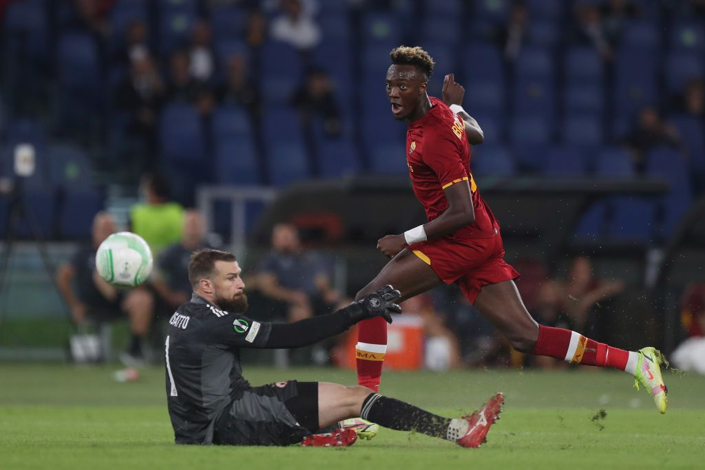SALERNO, ITALY - AUGUST 29: Tammy Abraham of AS Roma celebrates after scoring the 0-3 goal during the Serie A match between US Salernitana and AS Roma at Stadio Arechi on August 29, 2021 in Salerno, Italy. (Photo by Francesco Pecoraro/Getty Images)