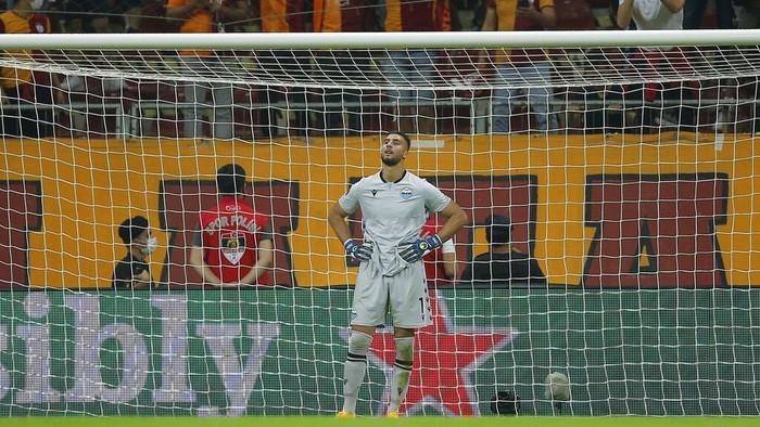 Lazios goalkeeper Thomas Strakosha, reacts after his own goalduring the Europa League Group E soccer match between Galatasaray and Lazio in Istanbul, Turkey, Thursday, Sept. 16, 2021. (AP Photo)
