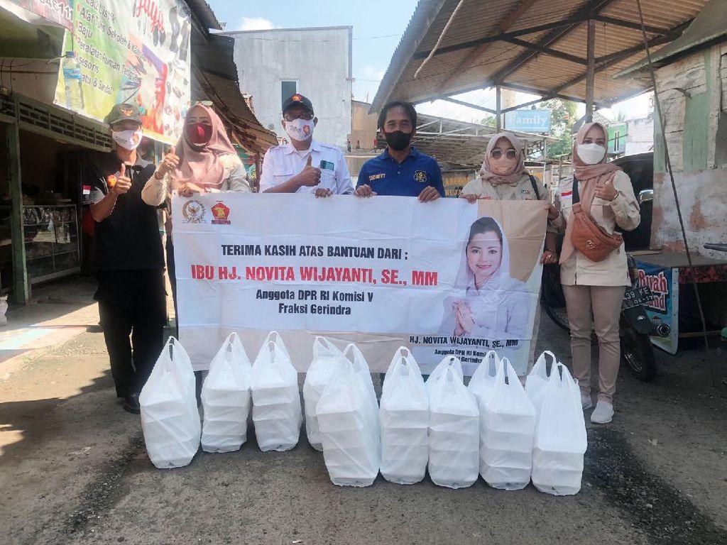 Jumat Berkah, Legislator Gerindra Novita Berbagi Nasi Box di Cilacap