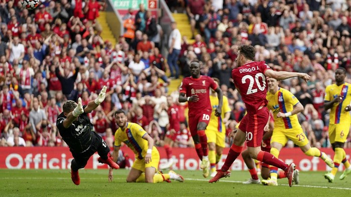 Liverpools Diogo Jota, foreground right, shoots over the bar from close range during the English Premier League soccer match between Liverpool and Crystal Palace at Anfield Stadium, Liverpool, England, Saturday Sep. 18, 2021. (AP Photo/Jon Super)