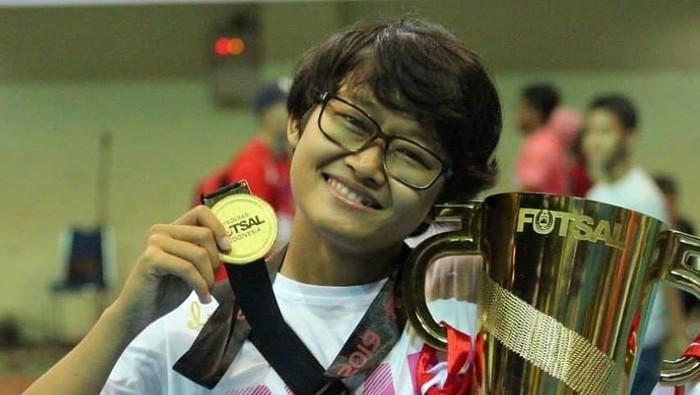 Mila Nur Karmila (29), pesepakbola putri asal Karawang, pemain tim putri Persib Bandung dan tim Jawa Barat untuk PON Papua.