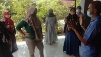 Usai Bertemu Jokowi, Emak-emak Peternak Blitar Geruduk Rumah Suroto