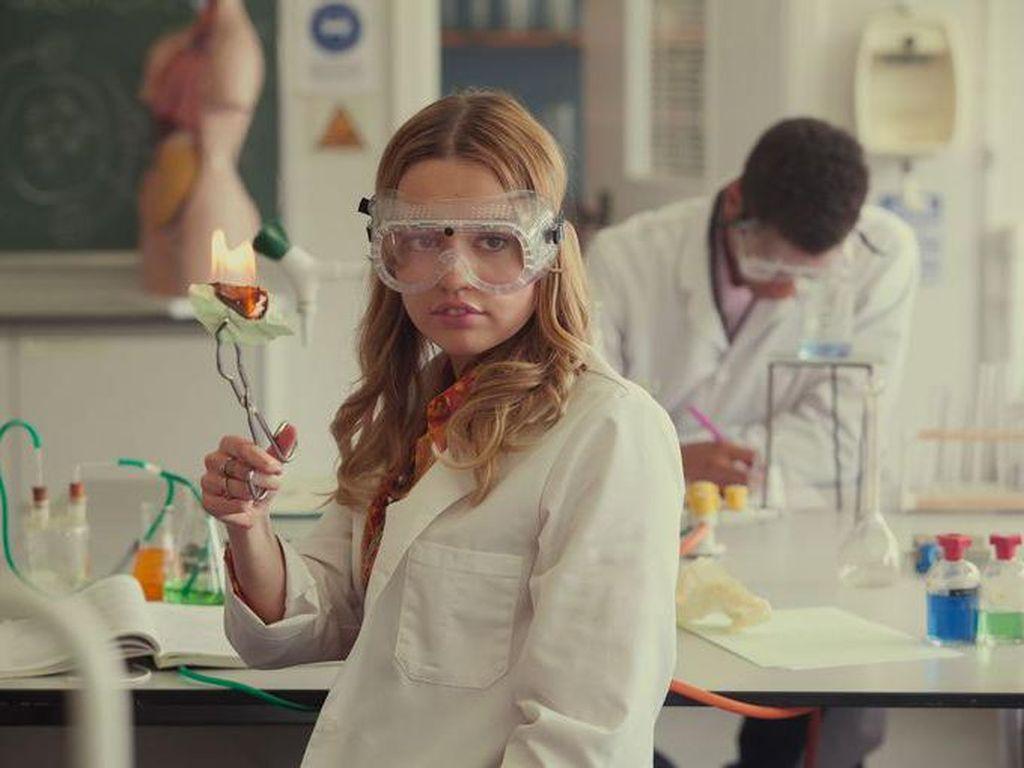 Bintang Sex Education Cerita Pengalaman Perdana Syuting Adegan Ranjang