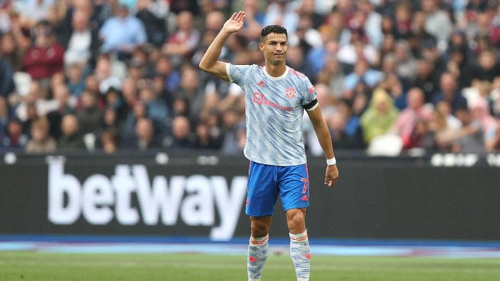 LONDON, ENGLAND - SEPTEMBER 19: Cristiano Ronaldo of Manchester United reacts during the Premier League match between West Ham United and Manchester United at London Stadium on September 19, 2021 in London, England. (Photo by Julian Finney/Getty Images)