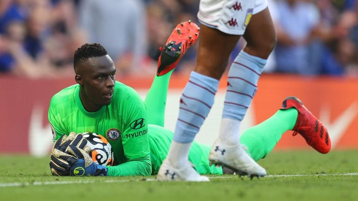 LONDON, ENGLAND - SEPTEMBER 11: Edouard Mendy of Chelsea during the Premier League match between Chelsea  and  Aston Villa at Stamford Bridge on September 11, 2021 in London, England. (Photo by Catherine Ivill/Getty Images)
