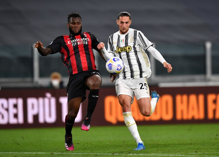 TURIN, ITALY - MAY 09: Franck Kessie of A.C. Milan battles for possession with Adrien Rabiot of Juventus during the Serie A match between Juventus  and AC Milan at  on May 09, 2021 in Turin, Italy. Sporting stadiums around Italy remain under strict restrictions due to the Coronavirus Pandemic as Government social distancing laws prohibit fans inside venues resulting in games being played behind closed doors. (Photo by Valerio Pennicino/Getty Images)