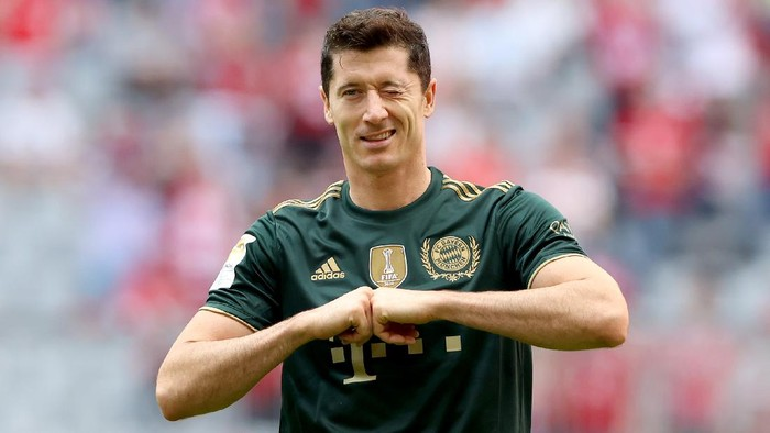 MUNICH, GERMANY - SEPTEMBER 18: Robert Lewandowski of FC Bayern Muenchen celebrates his first goal during the Bundesliga match between FC Bayern München and VfL Bochum at Allianz Arena on September 18, 2021 in Munich, Germany. (Photo by Alexander Hassenstein/Getty Images)