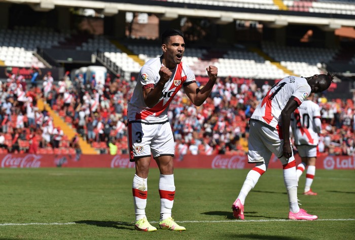 MADRID, SPAIN - SEPTEMBER 18: Radamel Falcao of Rayo Vallecano celebrates after scoring their teams 3rd goal during half time in the La Liga Santander match between Rayo Vallecano and Getafe CF at Campo de Futbol de Vallecas on September 18, 2021 in Madrid, Spain. (Photo by Denis Doyle/Getty Images)