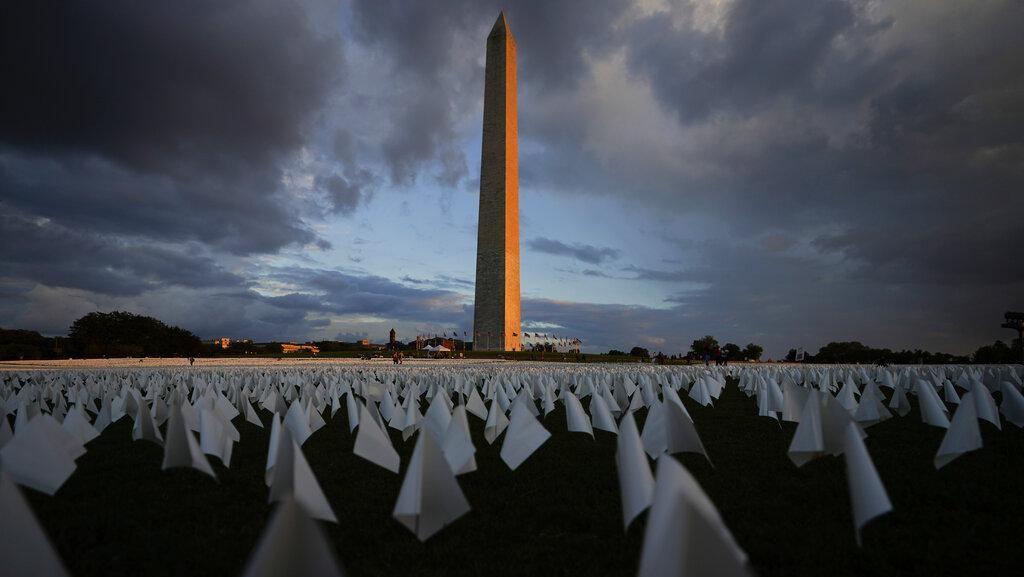 Ribuan Bendera Putih Untuk Mereka yang Gugur Karena COVID-19