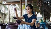 Penjual Cendol Cantik Viral di Medsos dan Restoran Padang Termahal di Jakarta