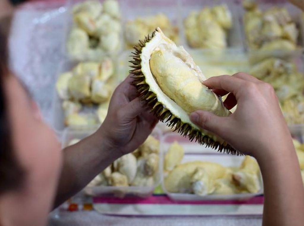 Begini Hukum Makan Durian dan Tape Ketan dalam Islam Menurut Ustaz Khalid Basalamah