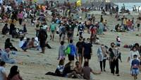 Turis Banjiri Tempat Wisata, Sandiaga Ingatkan soal Gelombang Ketiga