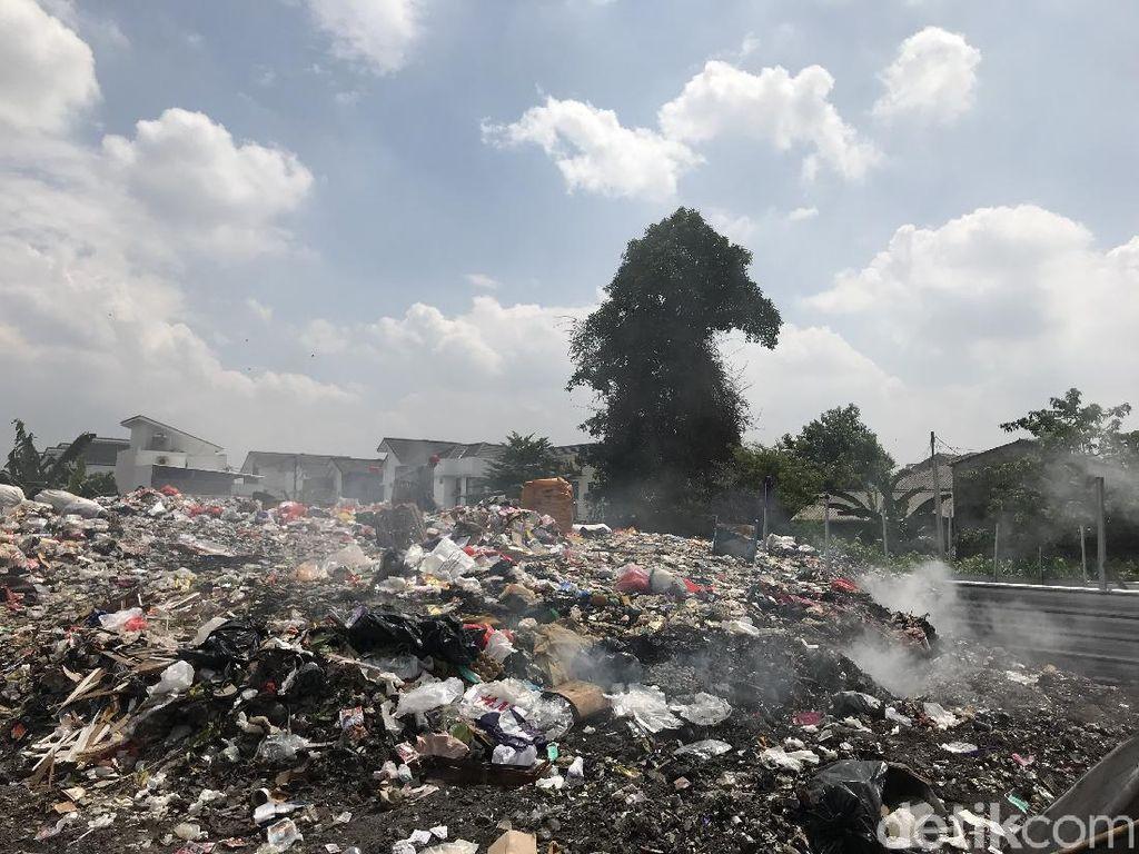Asap Sampah di Pondok Betung Bikin Engap, Warga Pengidap Asma Tak Tahan