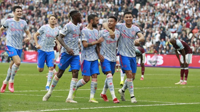 Manchester Uniteds Jesse Lindgard, second left, reacts with teammates after scoring his sides second goal during the English Premier League soccer match between West Ham United and Manchester United at the London Stadium in London, England, Sunday, Sept. 19, 2021. (AP Photo/Ian Walton)