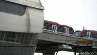 Ada Tabrakan LRT di Cibubur, Adhi Karya Merapat ke Lokasi