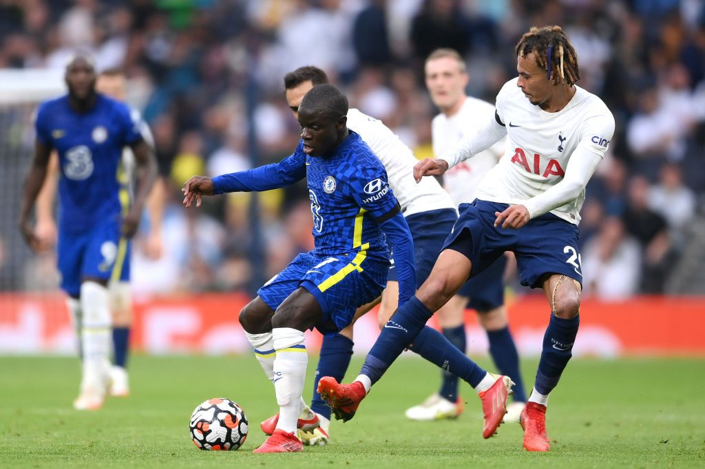 LONDON, ENGLAND - SEPTEMBER 19: Ngolo Kante of Chelsea is challenged by Dele Alli of Tottenham Hotspur during the Premier League match between Tottenham Hotspur and Chelsea at Tottenham Hotspur Stadium on September 19, 2021 in London, England. (Photo by Laurence Griffiths/Getty Images)
