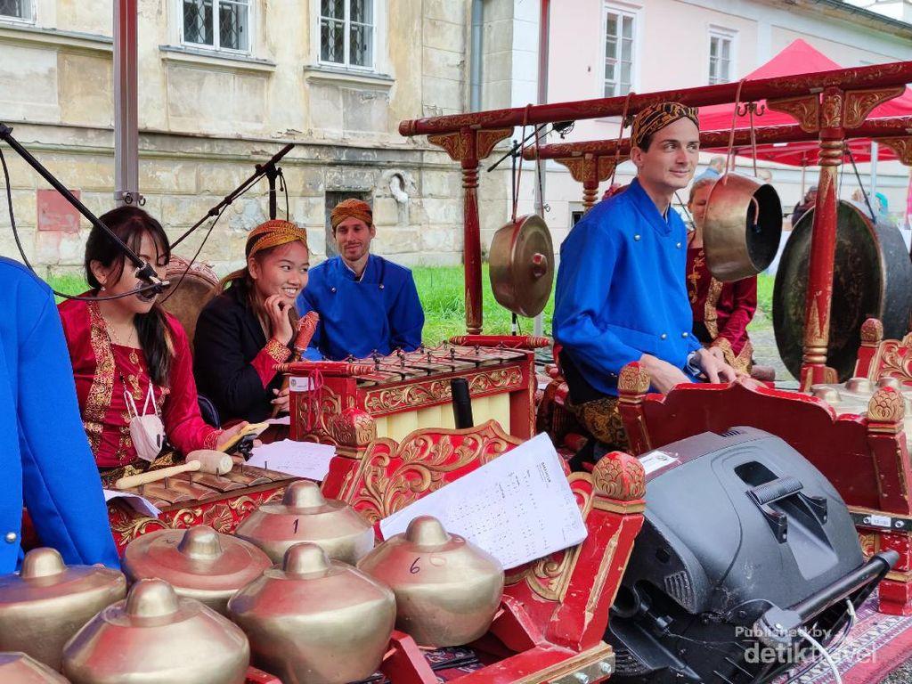 Semarak Indonesian Day 2021 di Kastil Hlubos Ceko