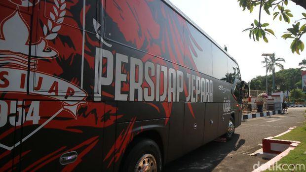 Acara pelepasan Persijap Jepara dan launching bus oleh Bupati Jepara di Pendapa Kabupaten, Senin (20/9/2021).