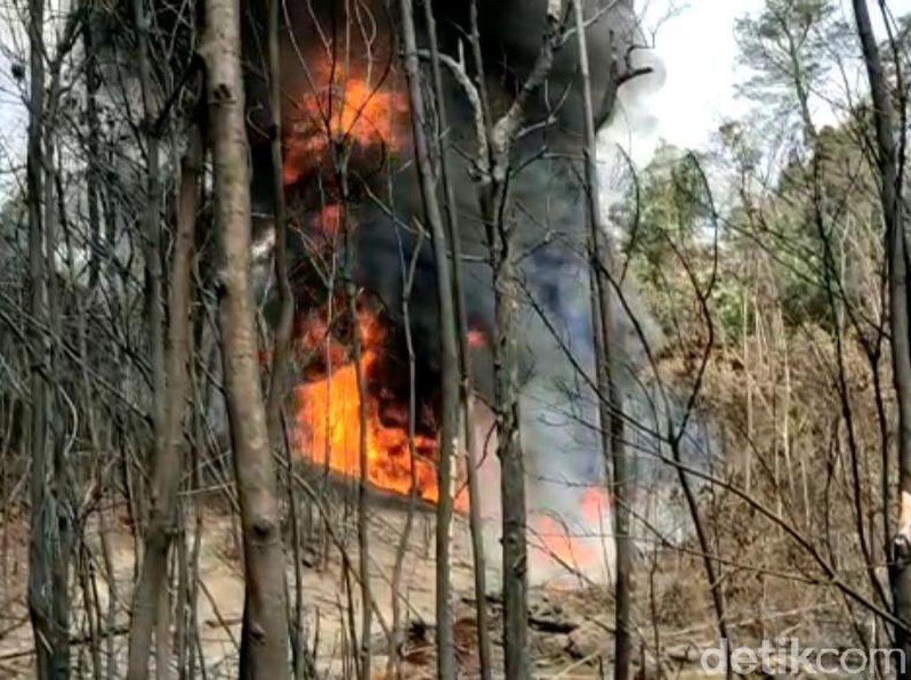 Kebakaran Sumur Minyak Ilegal di Jambi Picu Karhutla, 1 Oknum Polisi Diamankan