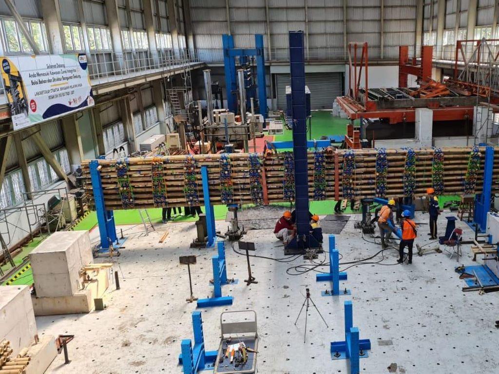 Pertama di Indonesia! Tol Semarang-Demak Dibangun Pakai Bambu