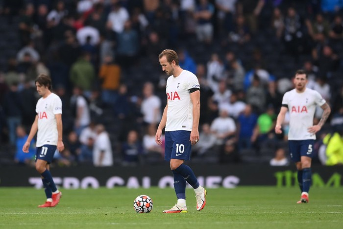 LONDON, ENGLAND - SEPTEMBER 19: Harry Kane of Tottenham Hotspur looks dejected after their side concedes a third goal scored by Antonio Ruediger of Chelsea (not pictured) during the Premier League match between Tottenham Hotspur and Chelsea at Tottenham Hotspur Stadium on September 19, 2021 in London, England. (Photo by Laurence Griffiths/Getty Images)