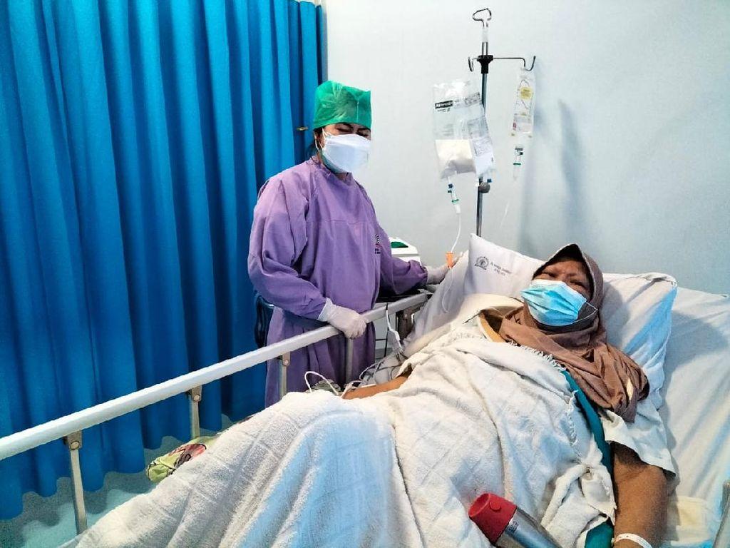 Verawaty Fajrin Dirawat karena Kanker, Kenali Tanda Paru-paru Sakit