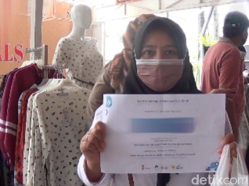 Cerita Warga Bandung Bawa Sertifikat Vaksin Demi Masuk Mal