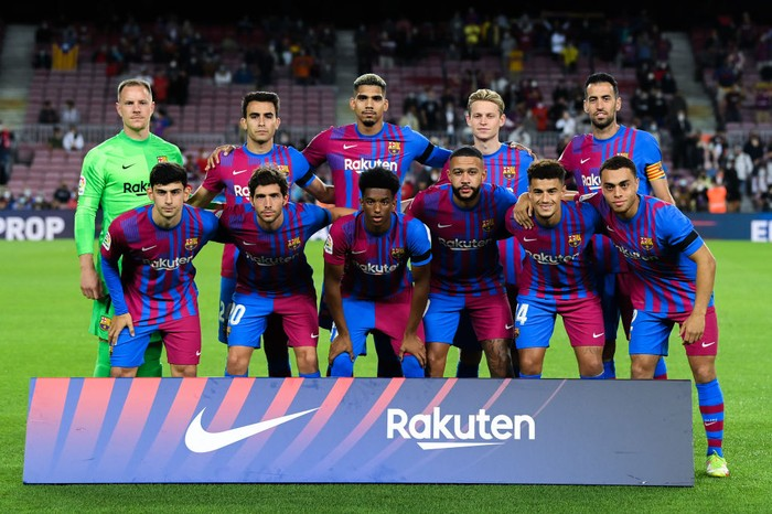 BARCELONA, SPAIN - SEPTEMBER 20: FC Barcelona players pose for a team picture during the La Liga Santander match between FC Barcelona and Granada CF at Camp Nou on September 20, 2021 in Barcelona, Spain. (Photo by David Ramos/Getty Images)