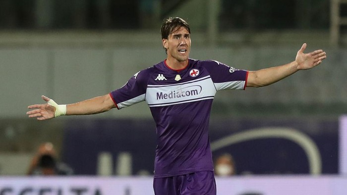 FLORENCE, ITALY - AUGUST 28: Dusan Vlahovic of ACF Fiorentina reacts during the Serie A match between ACF Fiorentina and Torino FC at Stadio Artemio Franchi on August 28, 2021 in Florence, Italy  (Photo by Gabriele Maltinti/Getty Images)