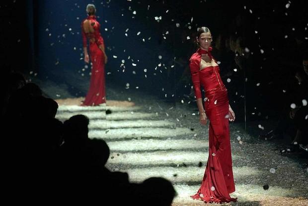 Các buổi trình diễn thời trang được tổ chức tại một số thành phố trước khi chuyển đến Milan /