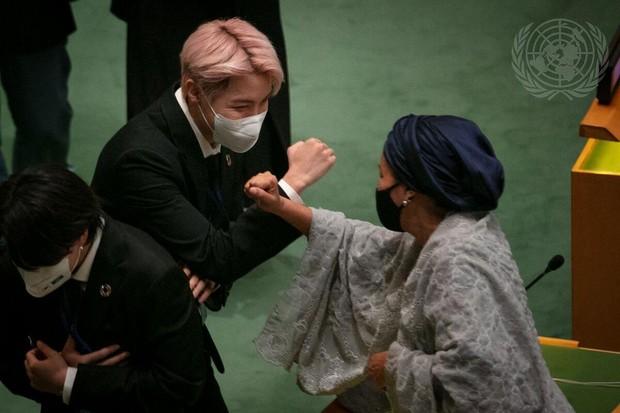 J-hope BTS bắt tay Phó Tổng thư ký Amina J Mohammed