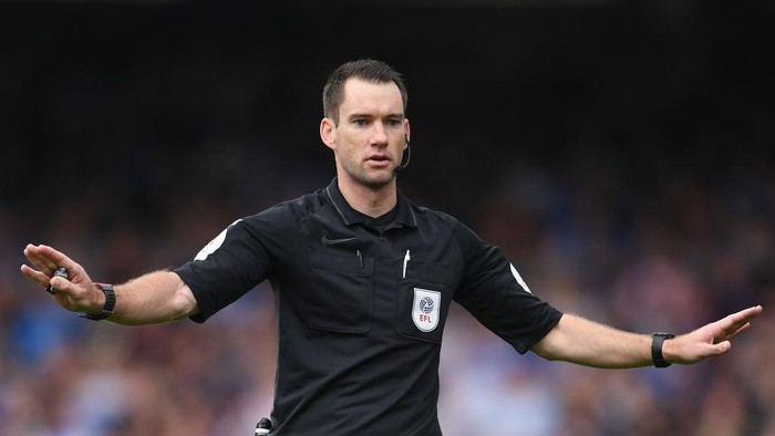 PETERBOROUGH, ENGLAND - SEPTEMBER 18: Referee Jarred Gillett gives instructions during the Sky Bet Championship match between Peterborough United and Birmingham City at London Road Stadium on September 18, 2021 in Peterborough, England. (Photo by Harriet Lander/Getty Images)
