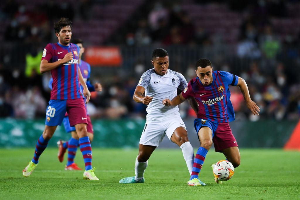 BARCELONA, SPAIN - SEPTEMBER 20: Darwin Machis of Granada CF competes for the ball with Sergiño Dest of FC Barcelona during the La Liga Santander match between FC Barcelona and Granada CF at Camp Nou on September 20, 2021 in Barcelona, Spain. (Photo by David Ramos/Getty Images)